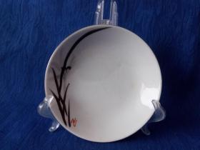 创汇期7-80年代中国淄博制造中英文款手绘墨彩水墨兰花白瓷小盘 赏盘