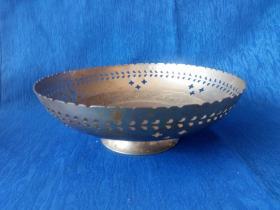 当代巴基斯坦铜塑摆件雕刻锤揲镂空钣金花卉几何纹水果干果大赏盘果盘