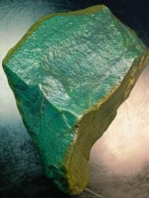 """和田玉原石,和田""""和田玉蓝调山流水籽""""原石,大块头近5斤半重,极品少有,纯天然原色原皮和田糖玉原石,和田玉蓝调山流水玉质细腻油润,糖玉原石打灯无透光肉质细腻光滑,油性十足,品相完美!,肉质细腻,收藏级别,非常稀有了,大自然的神奇造化,可遇不可求值得永久收藏"""