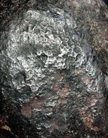 """陨石原石,高温坠落陨石原石,经典稀有""""高温坠落气印""""粒陨,""""气印痕迹陨石"""",极为稀有""""火烧气印痕迹七彩""""陨石,可遇不可求,精品河料陨石!,有弱磁性,2036克,4斤多重,极为罕见,珍贵,稀有,精美,难得,可做镇馆之宝"""