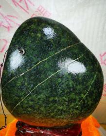 """陨石原石,独特陨石,帝王绿藏宝陨石,深绿色藏宝陨石""""郁郁葱葱陨石"""",绿色独特纹路药王石,玉化极好,温润如玉,极品药王石,世界公认药王石陨石,不容置疑的真正陨石原石,有磁性,石质坚硬,大块头近12斤,非常珍贵、稀有、金美陨石,陨石所具有的能量,地球没有的微量元素,神秘的外太空物质,是玉石、宝石不可企及的,绝世陨石,可遇不可求,收藏珍品"""