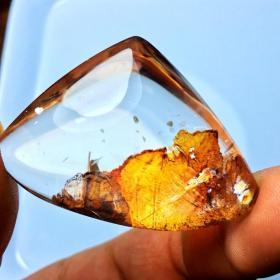 """纯天然""""金色西奈山""""水晶吊坠,金色水晶吊坠《金色何烈山》《金色树叶》非常罕见的金色异象,《金山》水晶吊牌收藏珍品,极为罕见,可遇不可求,收藏珍品"""