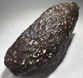 """陨石原石,""""陨落区陨石""""大漠陨落带聚宝石,带磁性比重大石质坚硬。现在这种材料已经枯竭,喜欢的石友赶快出手收藏,形状独特,品相绝佳,质地细腻,色泽温润,不粗不干不燥,抚之宜手,万里挑一,极为罕见,可做镇馆之宝"""