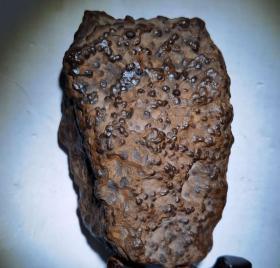 """陨石原石,蝌蚪纹陨石原石,无磁性""""火烧黑蝌蚪纹""""极为罕见,稀有,非常经典的陨石极品""""蝌蚪纹""""温润细腻,黑乌金陨石,极为罕见,珍贵,稀有,精美,难得,可做镇馆之宝"""