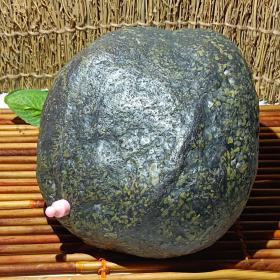 陨石原石,高温坠落陨石原石,气印,气孔,熔壳,包浆完整陨石,稀有草绿陨石,精品河料!大块头近10斤重,有磁性,极为罕见,珍贵,稀有,精美,难得,可做镇馆之宝