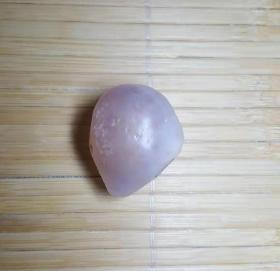 淡淡紫色戈壁玛瑙原石,纯天然淡紫色玛瑙原石,温润如玉,冰清玉洁,可遇不可求的玛瑙原石,收藏珍品