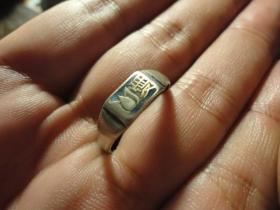 """民国""""振华""""款爱字烤蓝银戒指少见.品相完好,直径2.2cm左右,尺寸可调,包老保真少见。"""