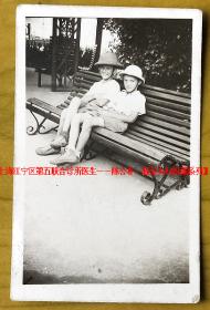 民国老照片:民国风景——上海滩——洋童 。 【上海江宁区第五联合诊所医生——陈公朴、振莹夫妇旧藏系列】