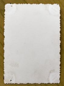 民国老照片:民国旗袍美女,河边倩影〖民国上海美女—容姑娘旧藏系列〗