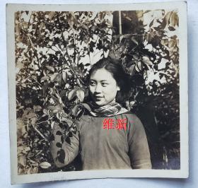 民国老照片:民国旗袍美女——维新,1937年赠。背面签名印章【陌上花开系列】