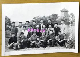 老照片:四川南充——舞凤文卫(文化、卫生)工作组,1965年,背景建筑,少!