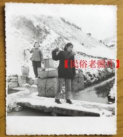 【民俗老照片】民俗(铜仁、怀化地区)《流动商店》货郎送货下乡。特殊时代特殊产物