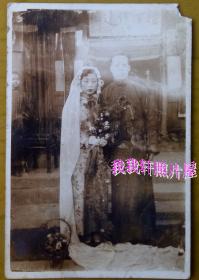 民国老照片: 民国情侣——丽辰、良环结婚合影。有背题【胜乐灿烂系列】