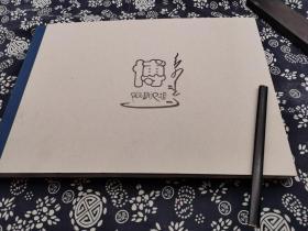 37*26公分 精装版 阿斯巴根 油画集226页, 最多元欧亚北方民族元素人马 鞍马鹿石 草原青铜 岩画 鹿石 景物的油画画册、铜版纸精印装帧精美 印刷排版一流 此本是画家近年独立思考 潜心贯注创作的结晶 试图将现代人对古代游牧民的精神世界艺术化青铜祖先、 戈壁、牧人鞍马、散马、风景,画家使用了粗犷 一往无前气概,汇聚成这独特的艺术语言,形成这耐看 气象磅礴的画面