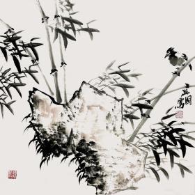 【终身保真真迹字画,取自画家本人】裴兴国/吉林省美术家协会会员。2014年他为当地博物馆创作3件工笔画作品,将在博物馆永久陈列。2017年刚刚为长白山博物馆创作7件作品,将在长白山博物馆永久陈列。四尺斗方水墨大写意花鸟画8《竹石图小鸟》(68cm×68cm)。