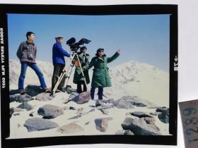 1289  电影明星 美女 剧照反转片  《砂砾》  摄制组拍摄现场在雪山