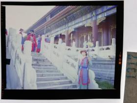 1317  电影明星 美女 剧照反转片 《双雄会》1984年  文官出行