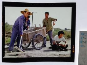 1278  电影明星 美女 剧照反转片  《砂砾》  支援农村建设 取土修路