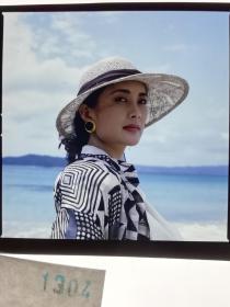 1304  电影明星 美女 剧照反转片  《泪洒台北》  1993年 海边红唇美人