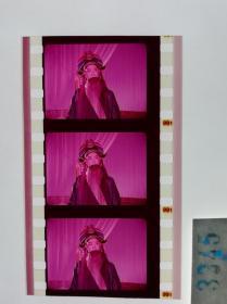 3345 京剧戏曲史料《游龙戏凤》 电影胶片样片 1976年北京电影制片厂彩色影片,为毛泽东同志养病需要录制。游龙戏凤京剧张学津 饰 正德帝刘长瑜 饰 李凤姐(李世济 配音)