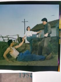1323  电影明星 美女 剧照反转片  《风雨历程》  女子飞腿