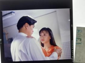 1309  电影明星 美女 剧照反转片  《泪洒台北》  1993年 申请相拥