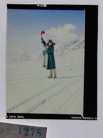 1275  电影明星 美女 剧照反转片  《砂砾》  雪山上我用红旗传信号