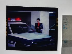 2514 警匪刑侦类 明星 美女 电影剧照反转片  《出生入死》  1990年 美女警车