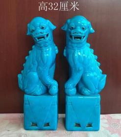 孔雀蓝釉狮子摆件一对10513