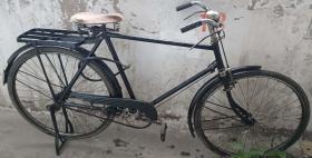 """民国或解放初期进口""""M""""标志28自行车(幸福生活的标志)"""