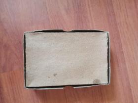 儿童时代食品包装回忆:八十年代高粱饴包装盒(济南食品厂)图案为年画形式,儿童脸部被划(少)
