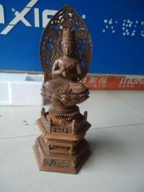 传世的清代黄杨木雕佛像