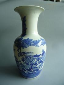 清代青花人物瓷瓶