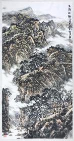 得自作者本人,终身保真(有合影)            杜云峰,籍贯河南开封,现居北京,中国美术家协会会员,国家一级美术师,山水画创作委员会副主任。河南大学美术系毕业,进修于中央美院国画系。现为中国传媒大学文学艺术创作院教授硕士生导师、中国艺术研究院研究生院教授。1