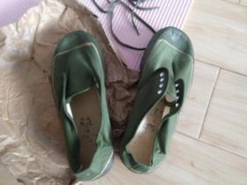 """四十年前的军品著名品牌""""解放鞋""""一双,1976年生产,未穿过,品好包快递发货。"""