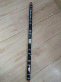 杭州余杭铜音竹笛专业合作社出品的苏东精制竹笛一根,全新未使用过,有盒套,品好包快递发货。