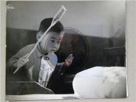 """山西省摄影家协会会员参赛作品""""看你往那跑""""照(80年代)"""