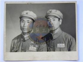 50年代两名解放军战士合影留念(50年代)