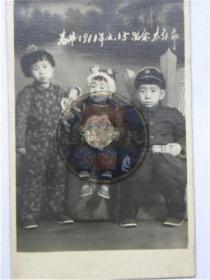 1961年2月15日春节兄妹三人在太原市合影留念(1961年)