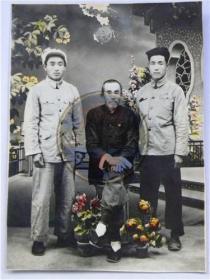 兄弟二人和父亲全家福合影留念(50年代)