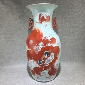 清代晚期名家全品红狮子双耳瓶