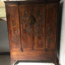 清代中期海南黄花梨雕龙衣服柜一件