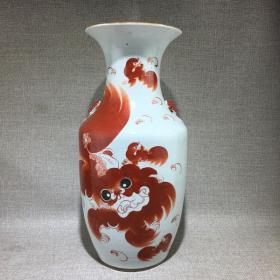 清代晚期名家太师少保全品红狮子瓶