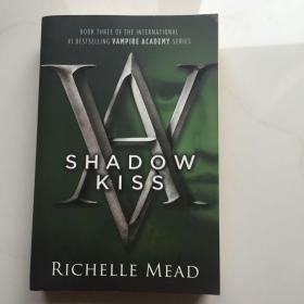 英文原版  Shadow Kiss (Vampire Academy, Book 3) 暗影之吻(吸血鬼学院,第 3 册)