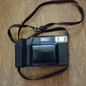 日本蓝狮Lamcs老相机(相机里有一卷乐凯胶卷)