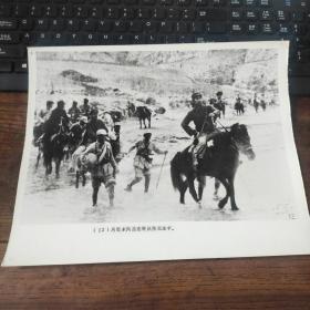 超大尺寸:抗日战争时期,周恩来骑马转战陕北