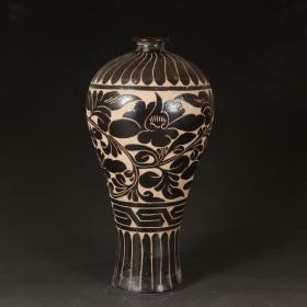 磁州窑黑釉缠枝花卉纹梅瓶