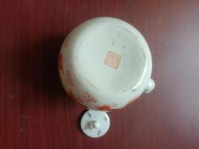 瓷器,薄瓷,小壶一把。保存完好无损。详情见图以及描述。