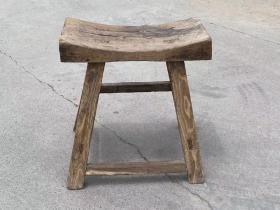 清代,老榆木圆宝凳,品相完好,造型美观,包浆醇厚,牢固,源头无毛病。
