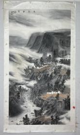 惠亮  尺寸  179/98  镜片  画家惠亮艺术简介:1972年生于西安,1991年毕业于陕西艺术学校并留校任教,2005年毕业于西安美术学院国画系山水画专业。中国美术家协会会员、西安中国画院画家、西安青年美协理事。